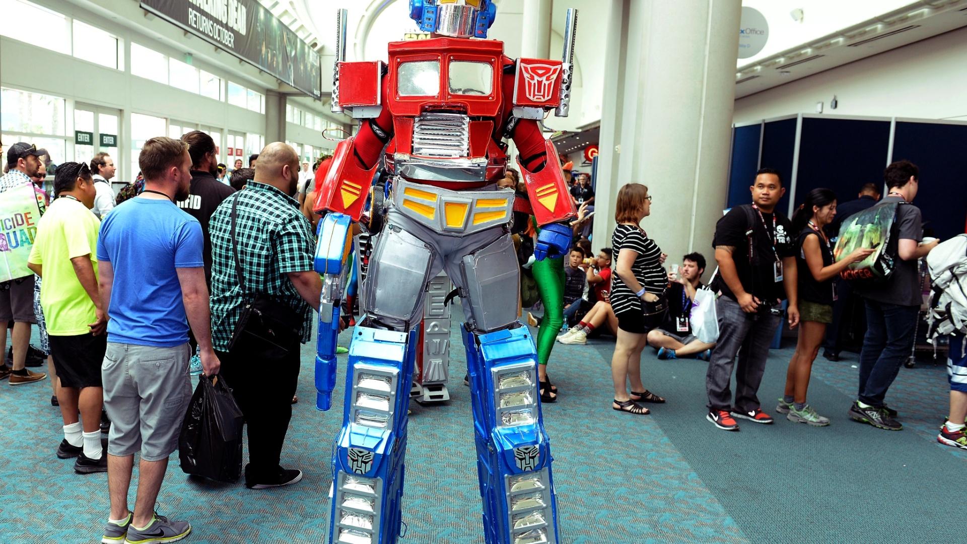 23.jul.2016 - Esse Optimus Prime está com as pernas um tanto grandes, mas deve ser por isso que ele consegue correr tanto em