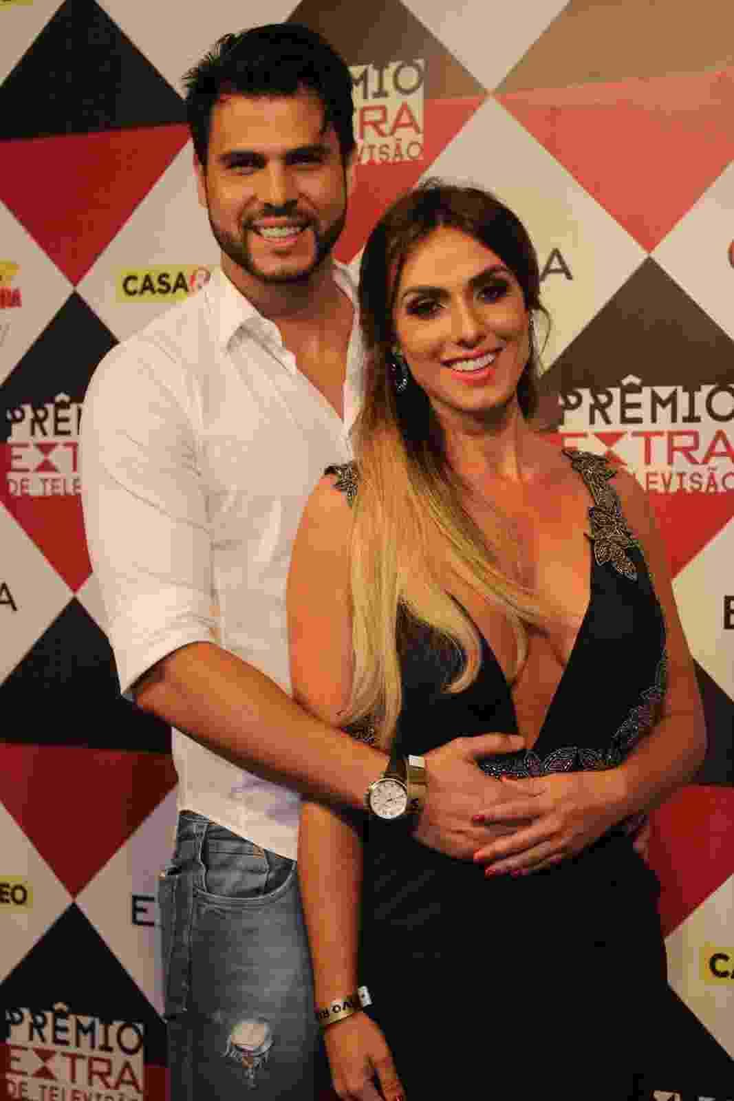 29.nov.2016 - Nicole Bahls e Marcelo Bimbi no Prêmio Extra - AgNews