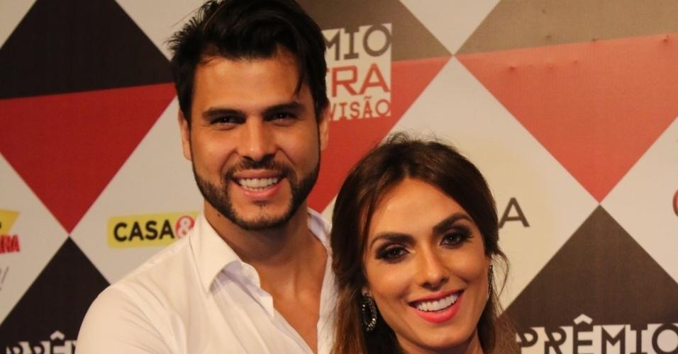 29.nov.2016 - Nicole Bahls e Marcelo Bimbi no Prêmio Extra