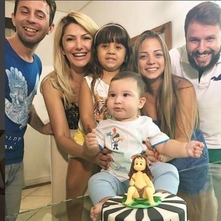 Antônia festeja o aniversário de seis meses do filho com amigos - Reprodução/Instagram/@ladyfontenelle