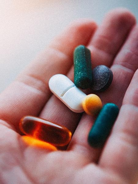 Tomar suplementos pode causar excesso no consumo de vitaminas - iStock