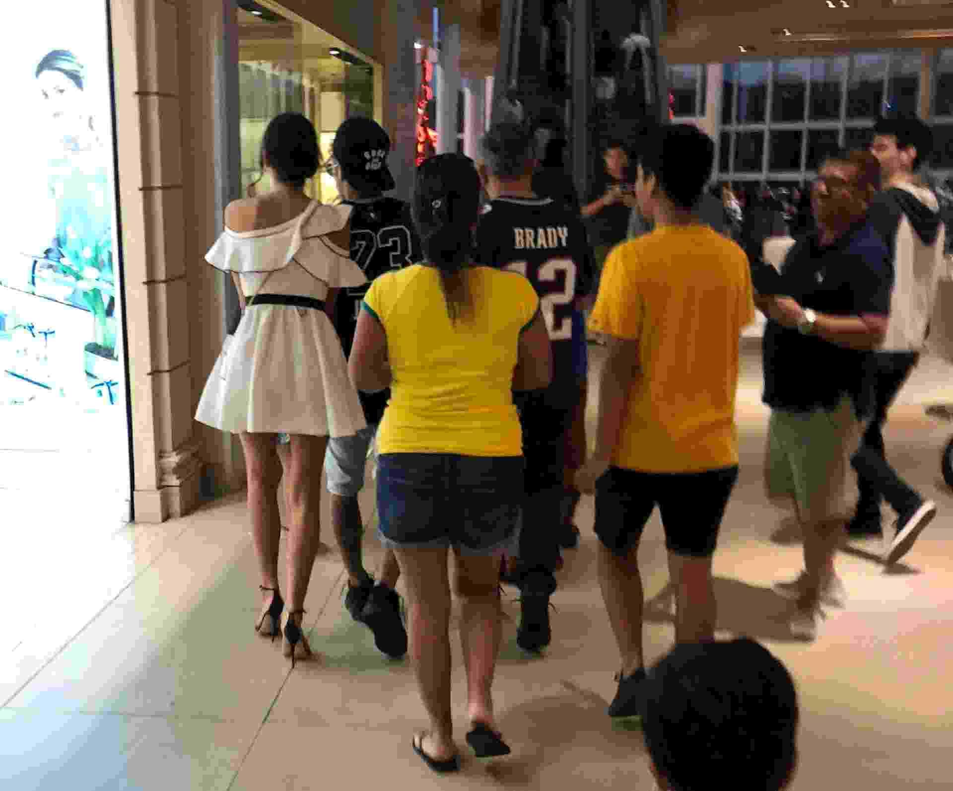 Neymar e Bruna Marquezine vão ao shopping no Rio e causam tumulto - AgNews