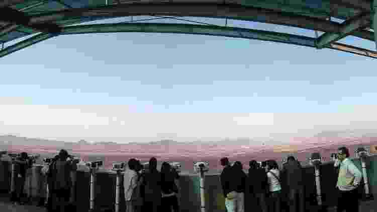 Turistas observam a Coreia do Norte desde o observatório de Dora, na Coreia do Sul - Josh Berglund/creativecommons.org/licenses/by/2.0/deed.en - Josh Berglund/creativecommons.org/licenses/by/2.0/deed.en