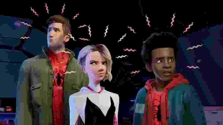 """Peter Parker, Spider-Gwen e Miles Morales em imagem de """"Homem-Aranha no Aranhaverso"""" - Reprodução/Twitter"""