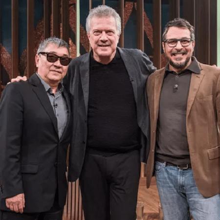 Newton Ishii, o Japonês da Federal, Pedro Bial e o biógrafo de Ishii, Luís Humberto Carrijo  - Divulgação/TV Globo