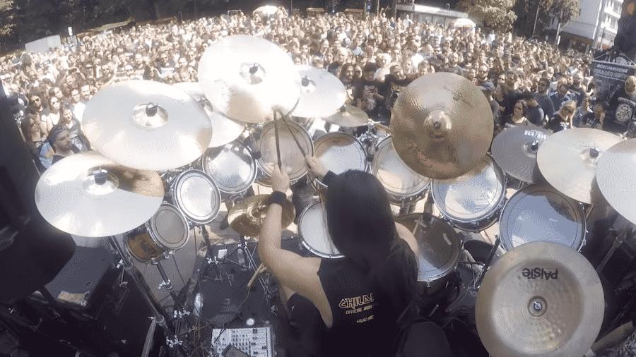 A banda cover de Iron Maiden Children of the Beast em show na avenida Paulista - Reprodução/Youtube
