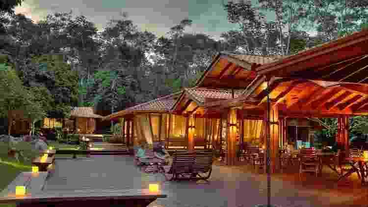 Em meio à floresta, o Cristalino Lodge conta com arquitetura sustentável, painéis solares, tratamento de efluentes e projeto de educação ambiental - Divulgação - Divulgação
