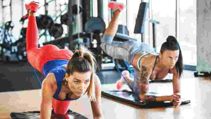 O quatro apoios nem sempre permite trabalhar os glúteos com a intensidade que o grupo muscular necessita para hipertrofiar - iStock