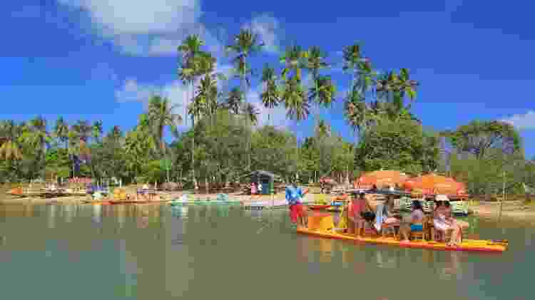 Navegação pelos mangues do Pontal de Maracaípe, no litoral sul de Ipojuca  - Vinícius Lubambo/Divulgação - Vinícius Lubambo/Divulgação
