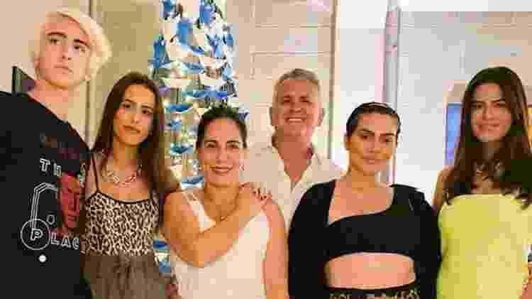 Glória Pires com o marido, Orlando Morais, e os filhos, Bento, Ana, Cleo e Antonia - Reprodução/Instagram - Reprodução/Instagram