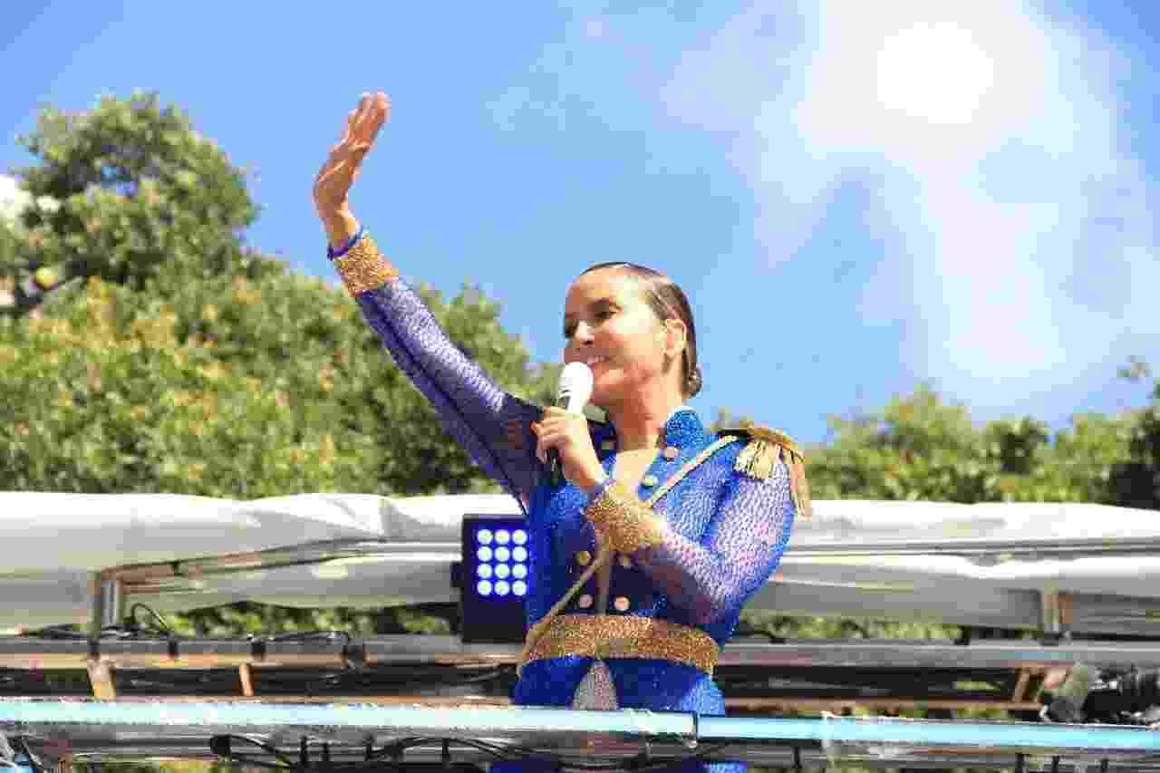 Claudia Leitte arrasta foliões no circuito Campo Grande, em Salvador, em mais um dia de Carnaval - JC Pereira/Agnews