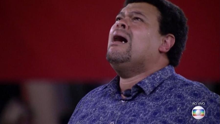 """Babu chora e comemora a vitória sobre Pyong num paredão com 385 milhões de votos: """"Favela! Valeu! Favela!!!"""" - Reprodução"""