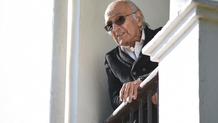 """17.11.2020 - O poeta Francisco Brines em sua propriedade em l""""Elca, na Espanha - Europa Press via Getty Images"""