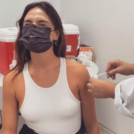 Isis Valverde posta vídeo tomando vacina contra covid-19 - Reprodução/Instagram @isisvalverde