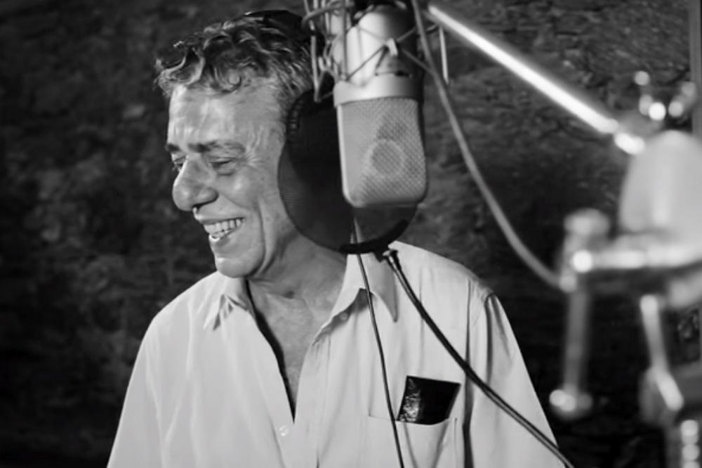 Chico Buarque divide o microfone com artistas em homenagem aos estudantes das escolas estaduais de São Paulo