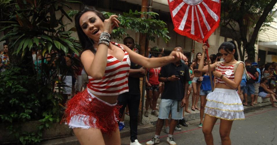 17.jan.2016 - Gatas desfilam com o bloco Só Caminha, no Largo dos Leões, no Rio de Janeiro.