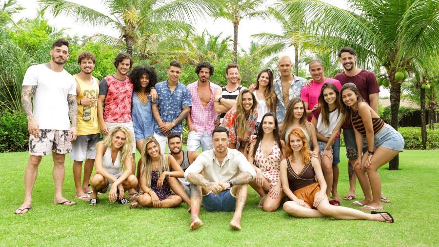 """Felipe Titto posa com os participantes da terceira temporada do """"Are You The One? Brasil"""" - Divulgação/MTV"""