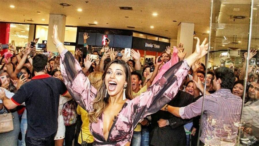 Vivian é recepcionada por dezenas de fãs em shopping de Manaus - Reprodução/Instagram