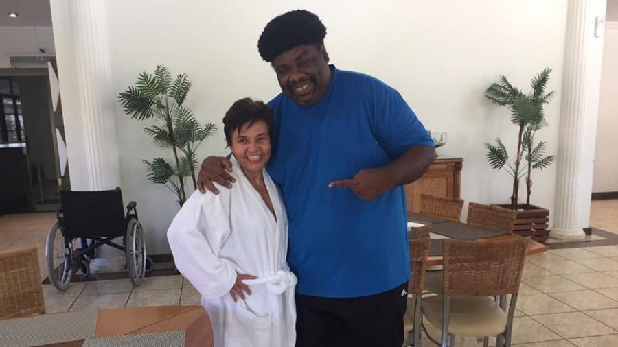 Claudia Rodrigues recebe visita de Sérgio Loroza em clínica - Reprodução/Facebook