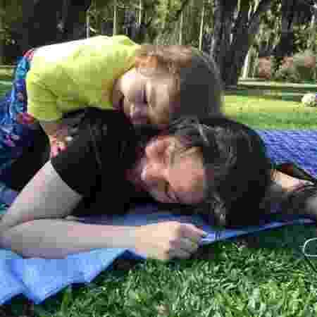 Carolina Oliboni Bastos e a filha, Catarina - Arquivo pessoal