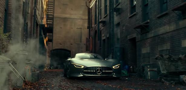 5 curiosidades sobre o carro de bruce wayne em liga da for Mercedes benz wayne nj