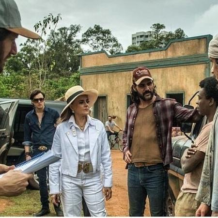 Sergio Guizé, Marieta Severo e Juliano Cazarré nos bastidores de novela - Reprodução/Instagram