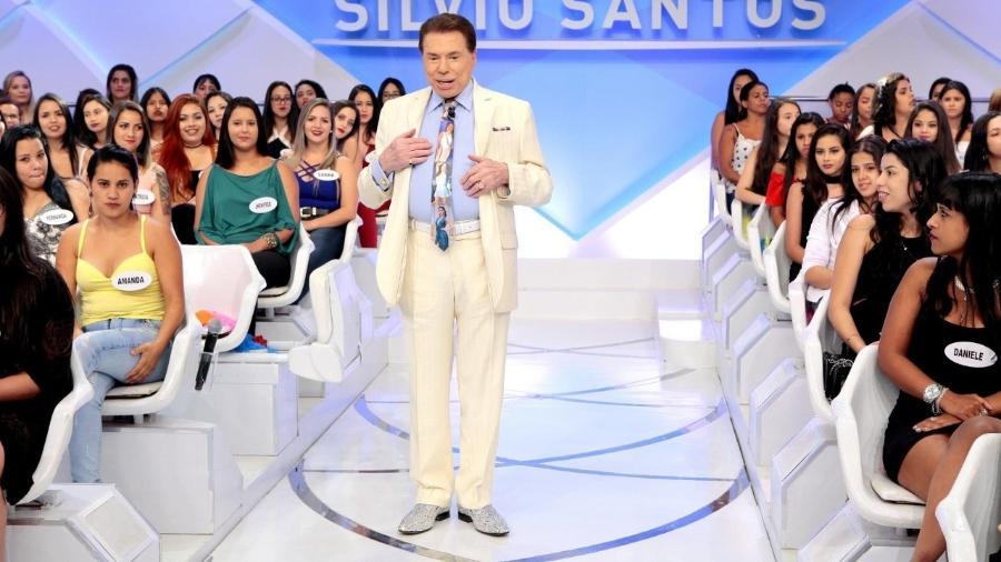 """Silvio Santos leva coreógrafa das bailarinas de seu programa ao """"Jogo dos Pontinhos"""" - Reprodução/SBT"""