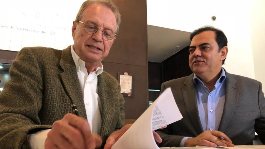 O jornalista Hermano Henning assina contrato com a Rede Brasil; ele irá apresentar telejornal na faixa das 19h - Divulgação