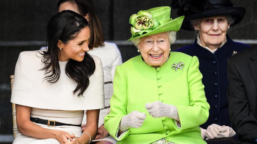 A rainha Elizabeth com Meghan, a duquesa de Sussex, em seu primeiro compromisso oficial em Cheshire, na Inglaterra - Getty Images