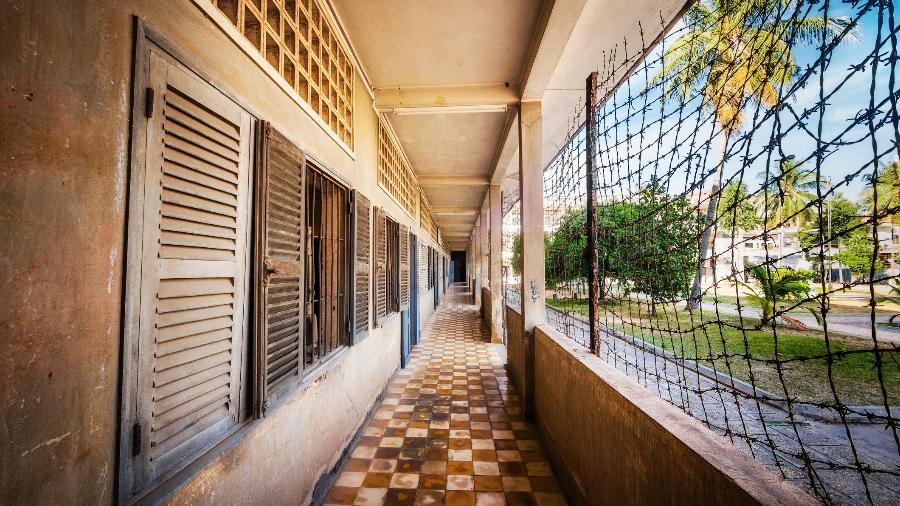 A prisão S-21 funcionou nos edifícios de uma escola de Phnom Penh, no Camboja - Getty Images