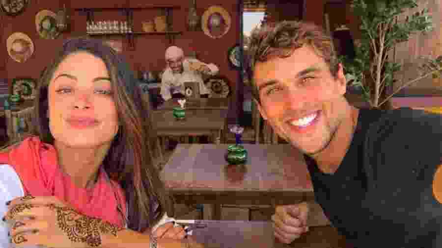 """Aline Riscado e Felipe Roque tiveram até um """"photobomb"""" marroquino - Reprodução/Instagram"""