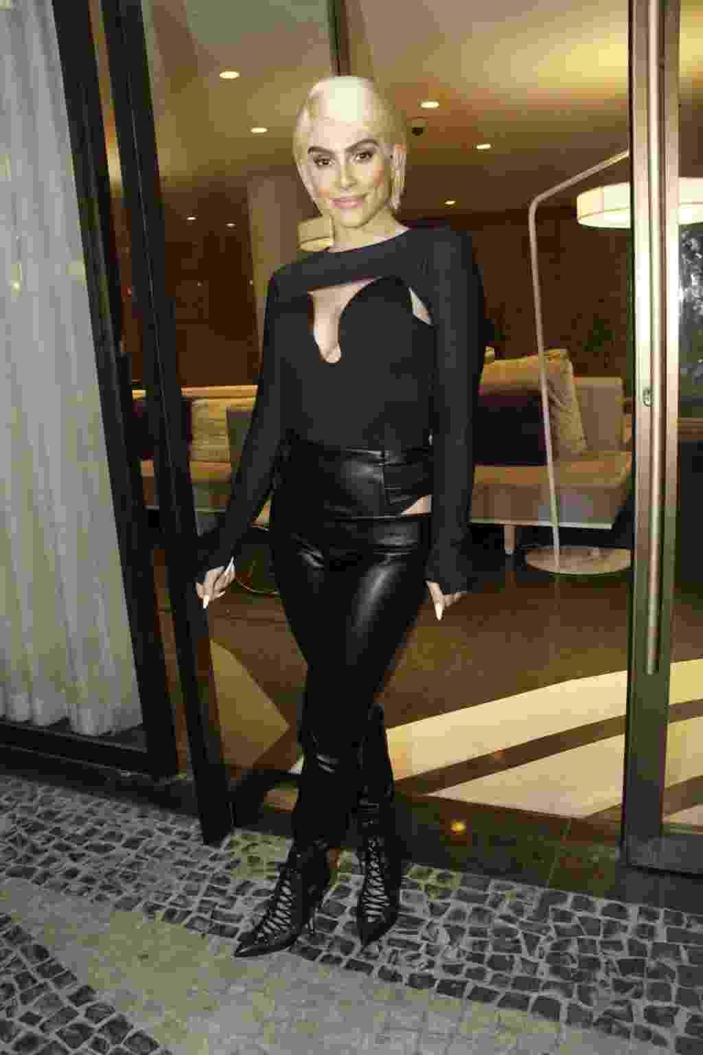 Cleo Pires aparece em sua festa de peruca loira - Marcos Ferreira/Brazil News