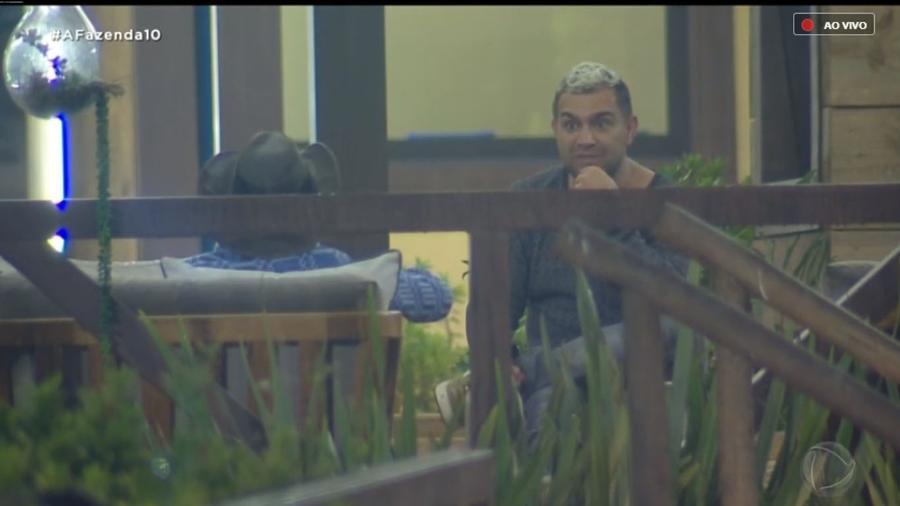 Evandro Santo conversa com Rafael Ilha sobre Caique Aguiar - Reprodução/RecordTV