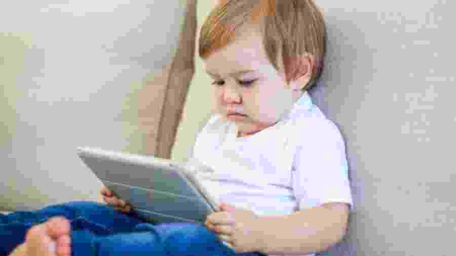 Especialistas canadenses e americandos dizem que crianças não devem usar telas antes de completar 18 meses de idade - Getty Images