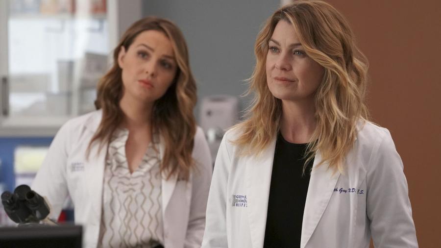 """As médicas Jo Karev (Camilla Luddington) e Meredith Grey (Ellen Pompeo) em """"Grey""""s Anatomy"""" - Divulgação"""