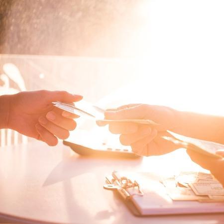 Homem pedia dinheiro às namoradas e não devolvia as quantias; polícia calcula que tenha conseguido R$ 500 mil com os golpes - Getty Images/iStockphoto