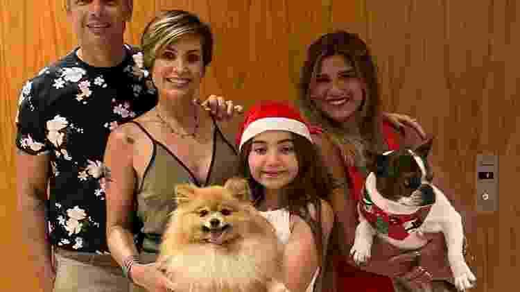 Flávia Alessandra e Otaviano Costa celebraram com a família - Reprodução/ Instagram - Reprodução/ Instagram