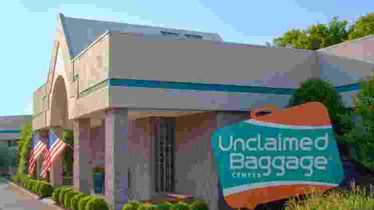 Fachada da loja Unclaimed Baggage Center - Reprodução/Facebook Unclaimed Baggage Center - Reprodução/Facebook Unclaimed Baggage Center
