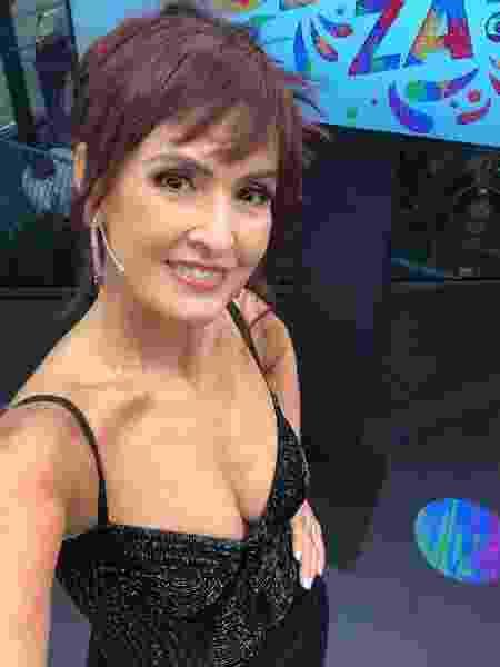 Fátima Bernardes aparece ruiva para a transmissão do segundo dia de desfiles na Sapucaí - Reprodução/Instagram/fatimabernardes