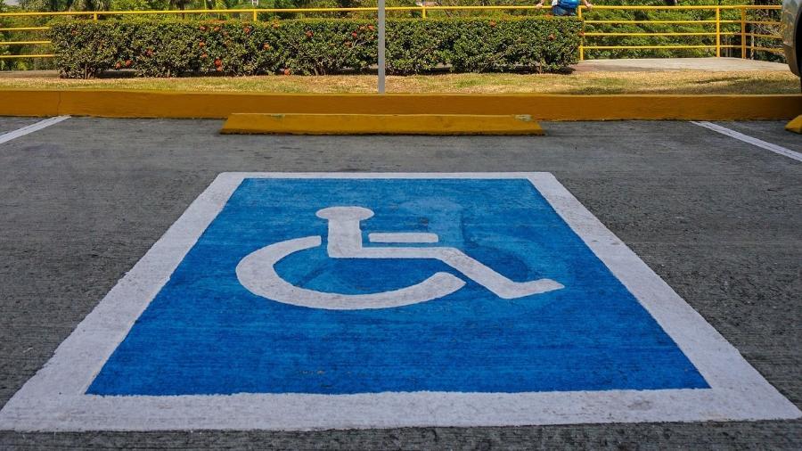 Vaga de estacionamento para pessoa com deficiência (PCD) - Pixabay