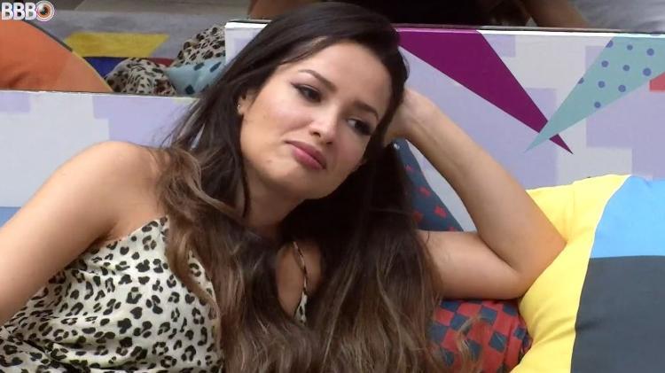 BBB 21: Juliet parla con Gilberto in soggiorno - clone / Globoplay - clone / Globoplay