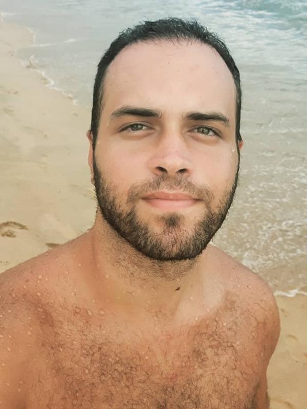 Allan Arnold é dublador e narrador do 'De Férias com o Ex Brasil'