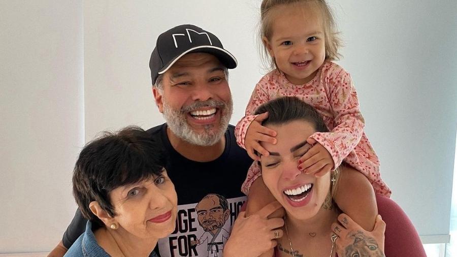 Petra Mattar postou imagem com Maurício Mattar após desentendimentos com o pai e a família dele - Reprodução/Instagram