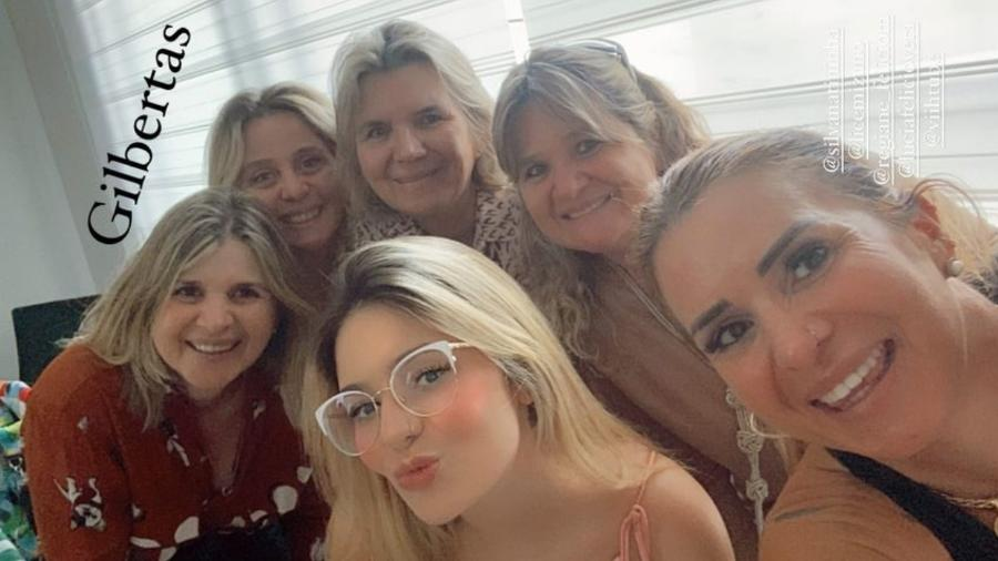 """Viih Tube, Vitória e a """"família de Gilbertas"""" - Reprodução/Instagram"""
