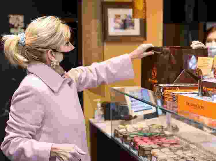 Jill Biden, primeira-dama dos Estados Unidos, foi flagrada usando o acessório - Getty Images - Getty Images