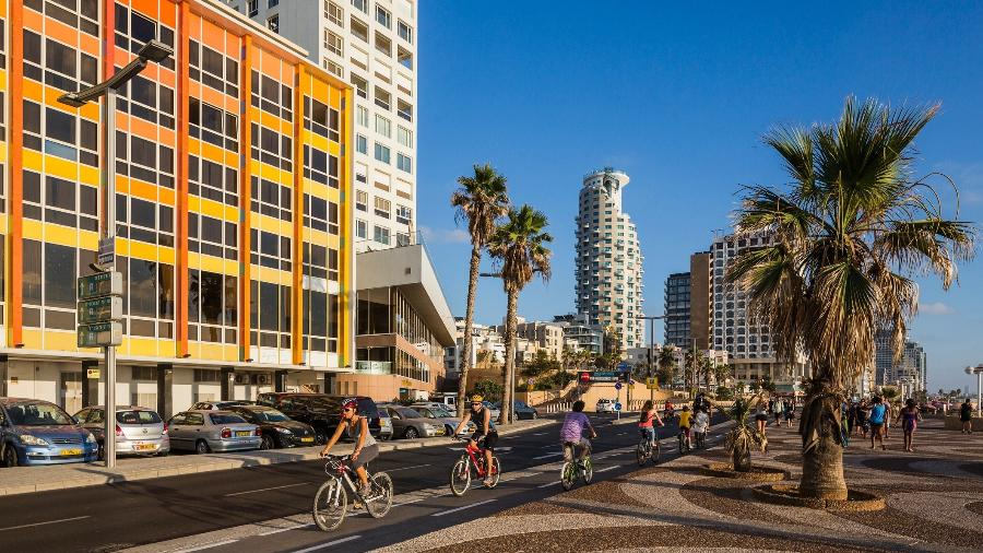 Rua na beira-mar em Tel Aviv, capital de Israel - Maremagnum/Getty Images