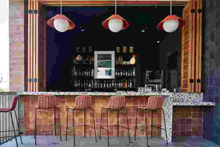 """Bar da piscina do Hotel Magdalena: para happy hour ou """"resort office"""" - Nick Simonite - Nick Simonite"""
