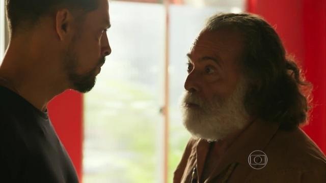 Juliano (Cauã Reymond) confronta Zé Maria (Tony Ramos) em