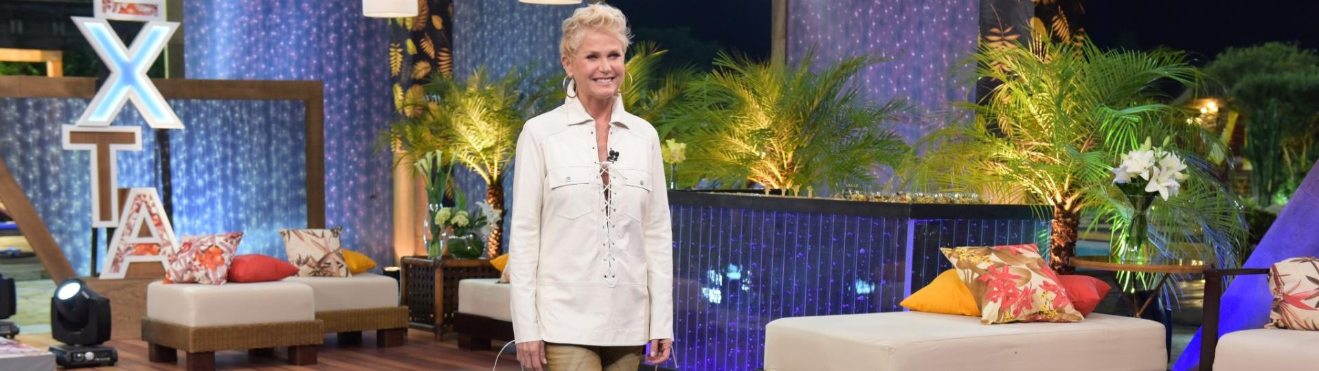 6.dez.2015 - A apresentadora Xuxa visitou