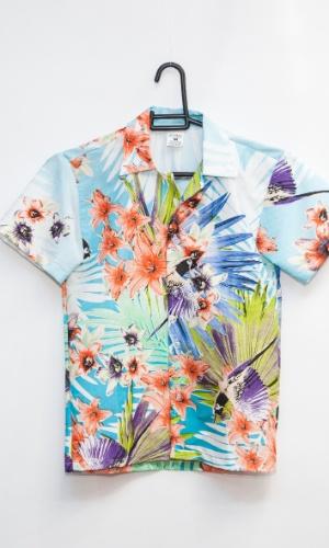 A camisa de havaiano custa R$ 46 na loja Porto das Festas e Fantasias (Ladeira Porto Geral, 88 - Centro - São Paulo)